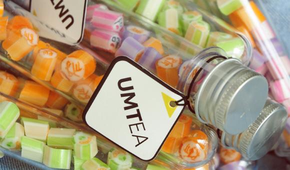 注意哦,糖果中可爱的图案和文字可不是印上去的,而是糖果制作师用神奇